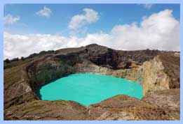 Kelimutu_lakes_-_Aqua_and_Chocolate_1